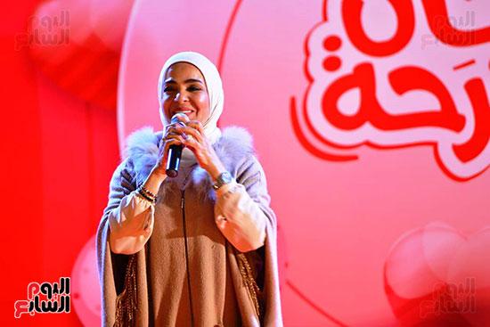 تحيا مصر يسلم 158 فتاة أولى بالرعاية تجهيزات الزواج (7)