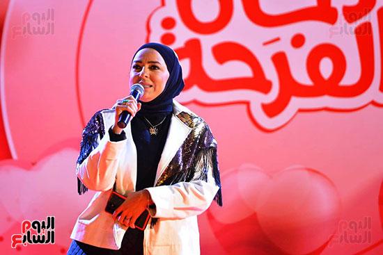 تحيا مصر يسلم 158 فتاة أولى بالرعاية تجهيزات الزواج (30)