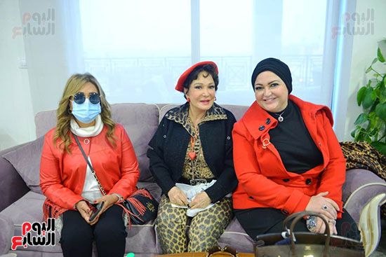 تحيا مصر يسلم 158 فتاة أولى بالرعاية تجهيزات الزواج (53)