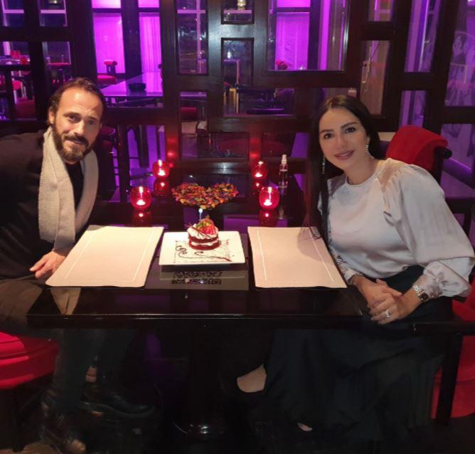 الفنان يوسف الشريف وزوجته