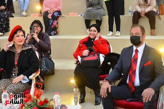 تحيا مصر يسلم 158 فتاة أولى بالرعاية تجهيزات الزواج (55)