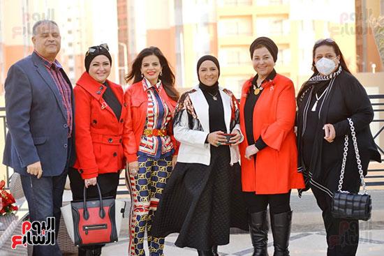 تحيا مصر يسلم 158 فتاة أولى بالرعاية تجهيزات الزواج (60)
