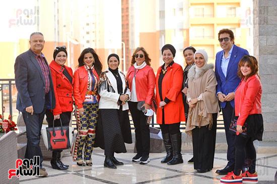 تحيا مصر يسلم 158 فتاة أولى بالرعاية تجهيزات الزواج (57)