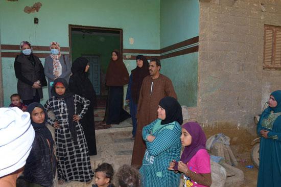 الرئيس السيسي يوجه بعلاج الطفلة شهد عصام بمركز طامية في الفيوم (12)
