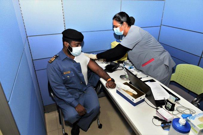 تطعيم موظفي الجمارك