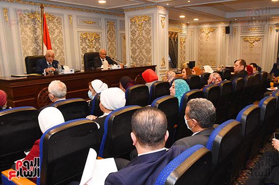 اجتماع لجنة التعليم والبحث العلمى (10)