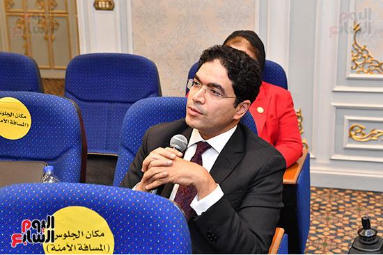 اجتماع لجنة التعليم والبحث العلمى (7)