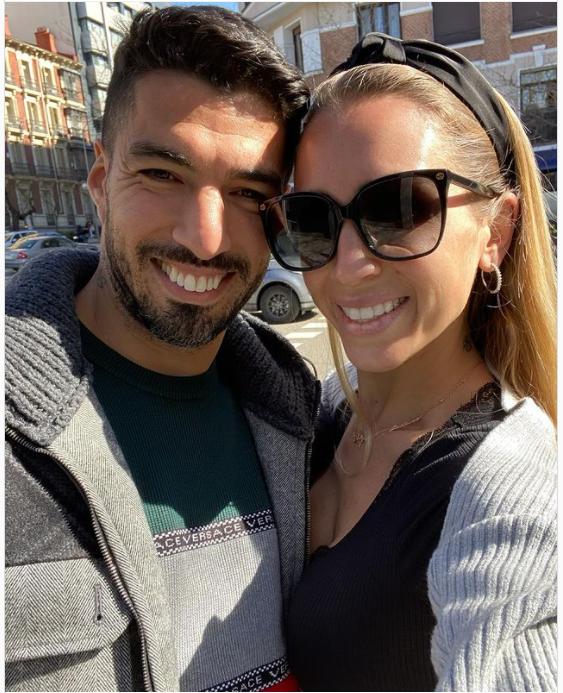سواريز وزوجته