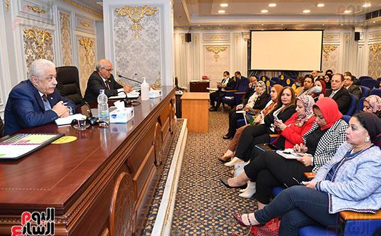 اجتماع لجنة التعليم والبحث العلمى (4)