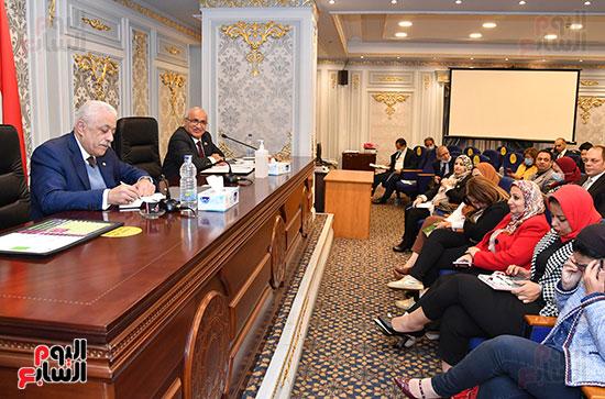 اجتماع لجنة التعليم والبحث العلمى (6)