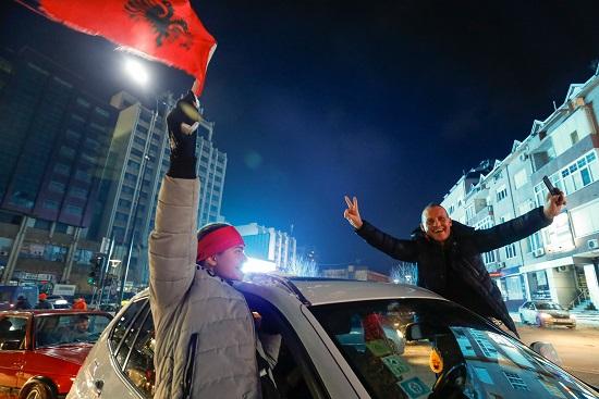 احتفالات المعارضة في الشارع