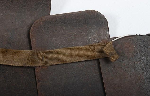 درع فولاذى من العصور الوسطى معرض للبيع بألفين أسترلينى  (5)