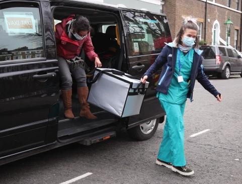 فاكسى تاكسى لتطعيم ذوى الاعاقة بشوارع لندن