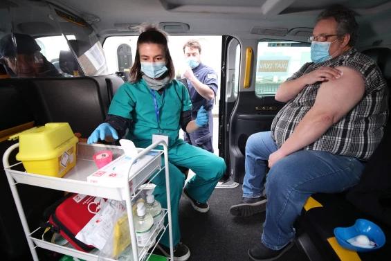 سيارات الاجرة لتطعيم لقاحات كورونا