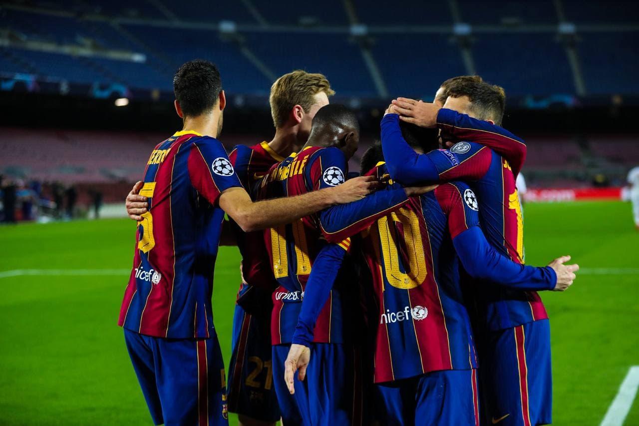 احتفال لاعبى برشلونة بهدف ميسي