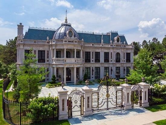 القصر من الخارج