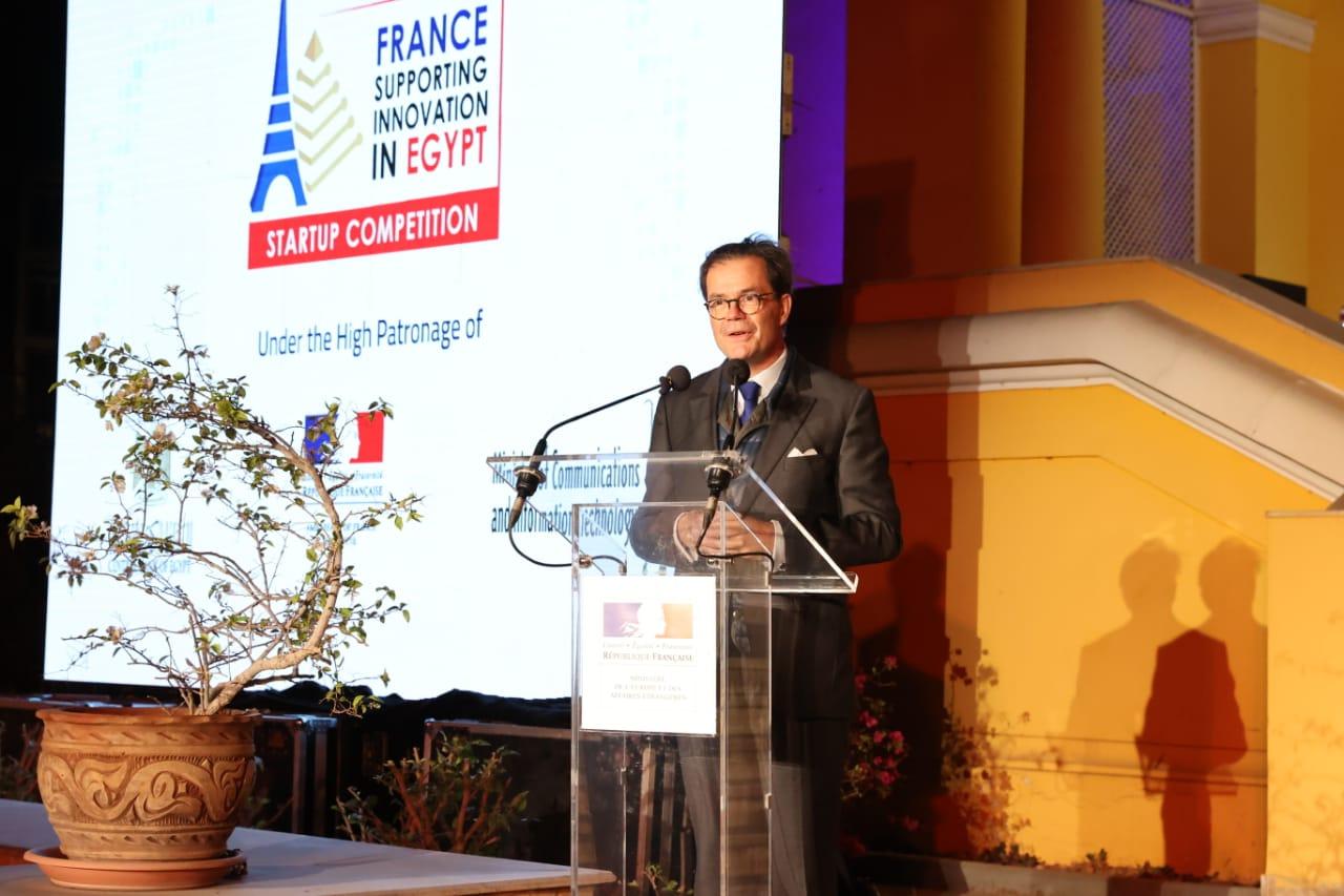 أثناء كلمة السفير الفرنسي