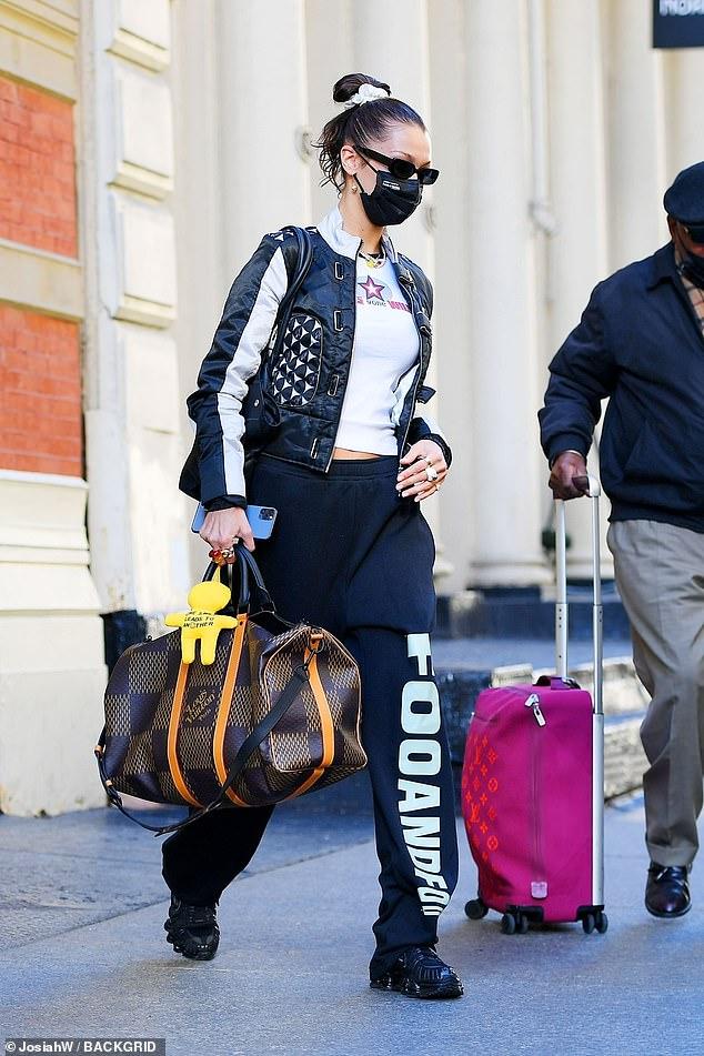 عارضة الأزياء العالمية بيلا حديد
