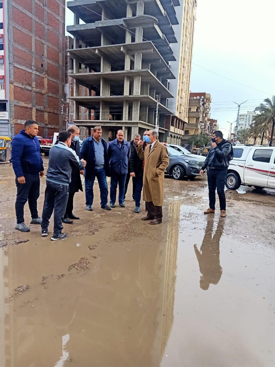 محافظ كفر الشيخ يتابع رفع مياه الامطار