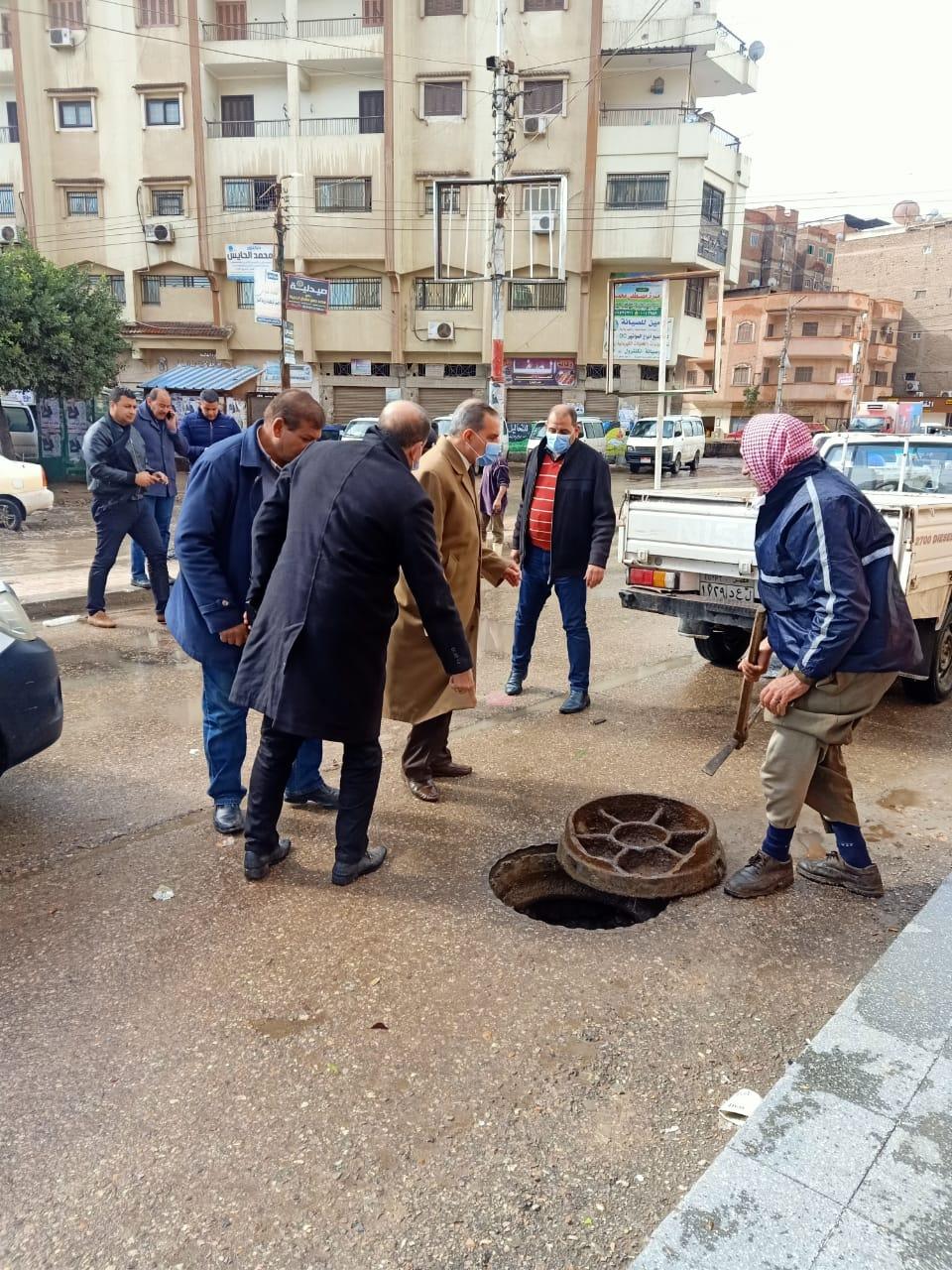 محافظ كفر الشيخ يتابع اعمال رفع مياه الامطار