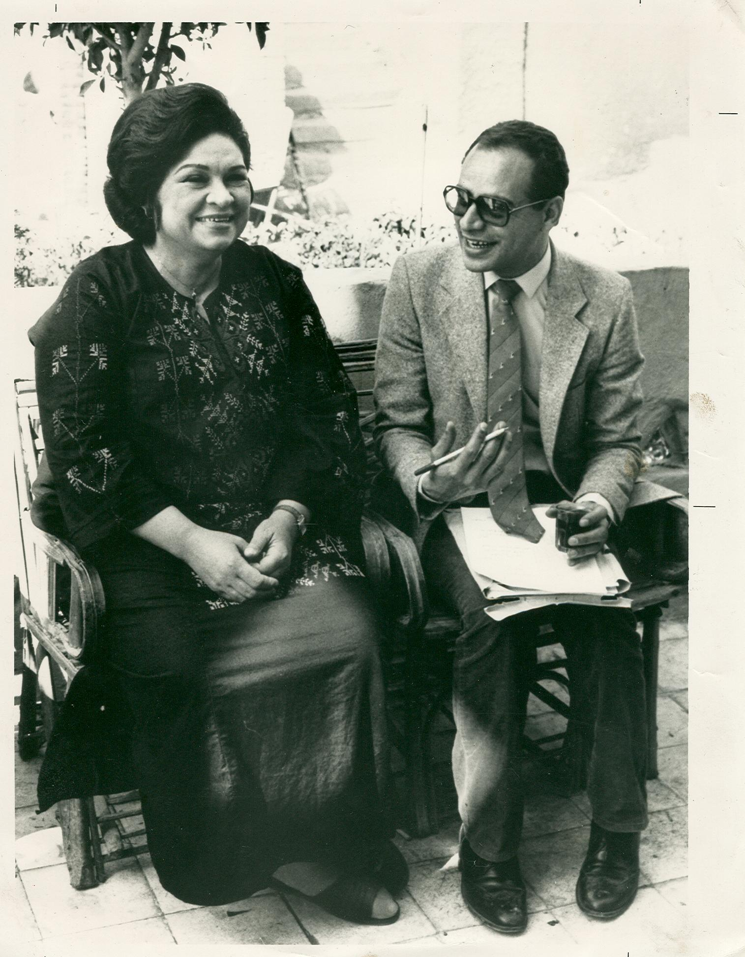 الدكتور فرج الكامل مع الفنانة كريمة مختار أثناء تصوير إعلان الحملة