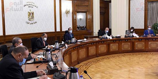 رئيس الوزراء يتابع المشروع القومى لتطوير القرى (5)