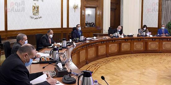 رئيس الوزراء يتابع المشروع القومى لتطوير القرى (4)