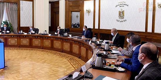 رئيس الوزراء يتابع المشروع القومى لتطوير القرى (1)