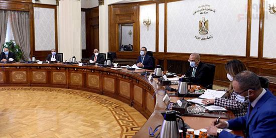 رئيس الوزراء يتابع المشروع القومى لتطوير القرى (3)