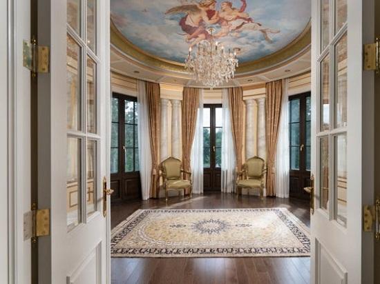 داخل القصر