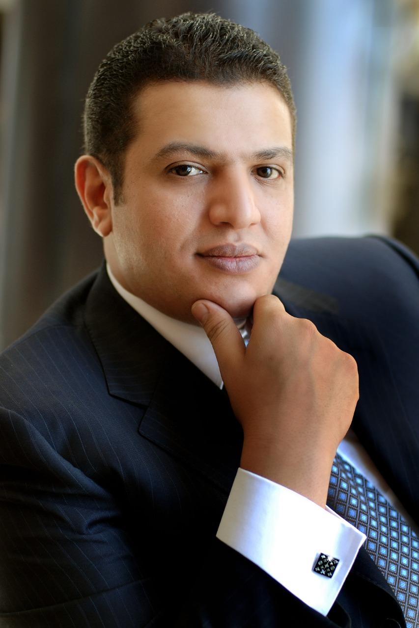 خالد عزازى
