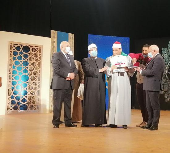 وزير-الأوقاف-يكرم-الفائزين