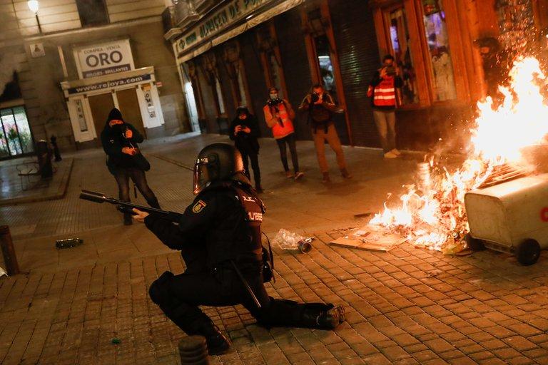 اشتباكات بين المتظاهرين ورجال الشرطة فى اسبانيا