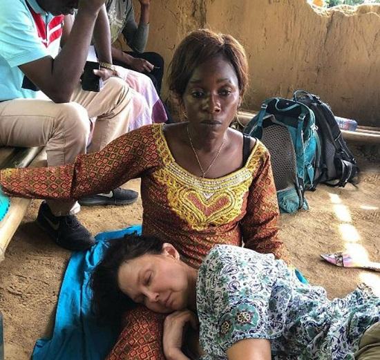 كتبت آشلي رسالة مؤثرة لمنقذيها في الكونغو