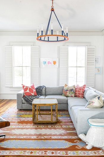 ديكورات غرفة معيشة بالإضاءة الملونة