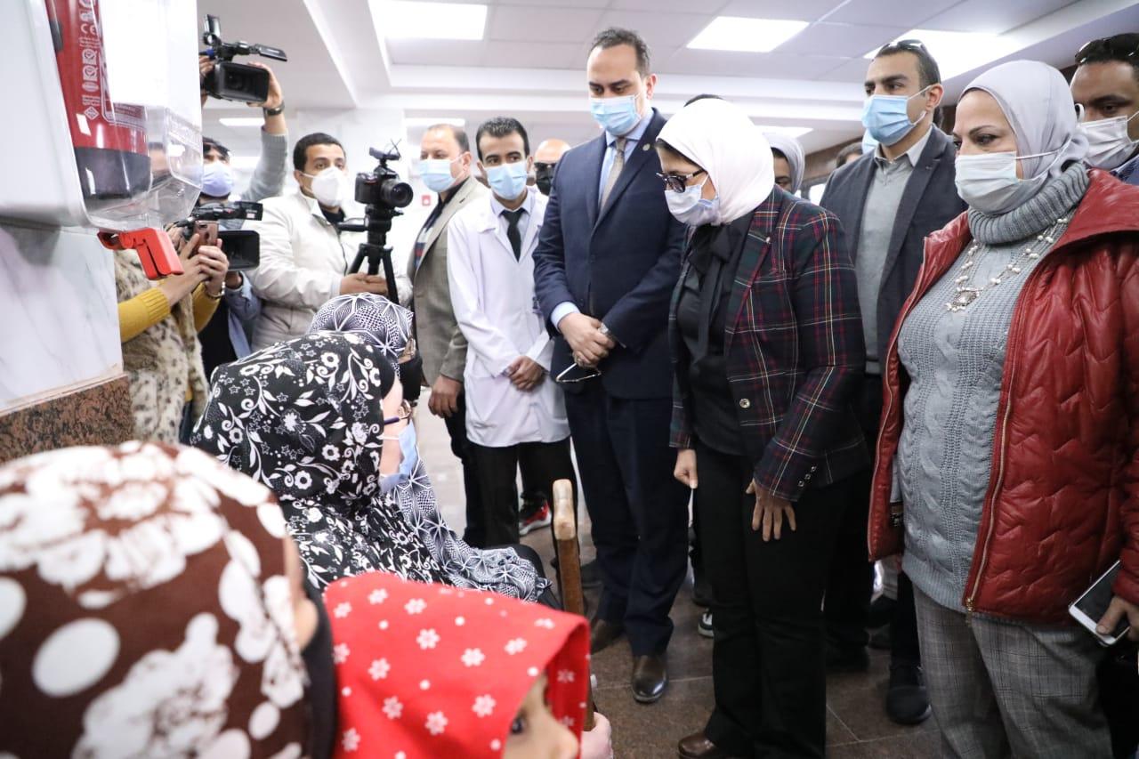 وزيرة الصحة تتحدث مع المواطنين