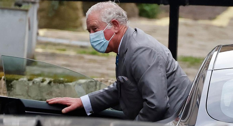 وصول الأمير تشارلز للمستشفى