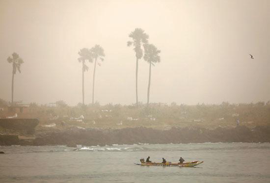 سحابة ترابية كبيرة تخنق عاصمة السنغال وتعطل صيد الأسماك (5)
