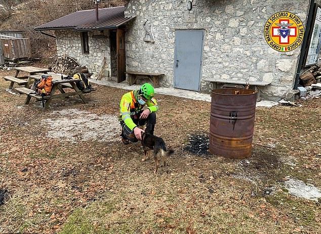 كلب يساعد بقاء صاحبه على قيد الحياة بعد إصابته في جبال الألب الإيطالية (2)