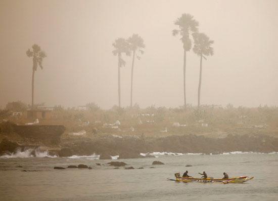 سحابة ترابية كبيرة تخنق عاصمة السنغال وتعطل صيد الأسماك (9)
