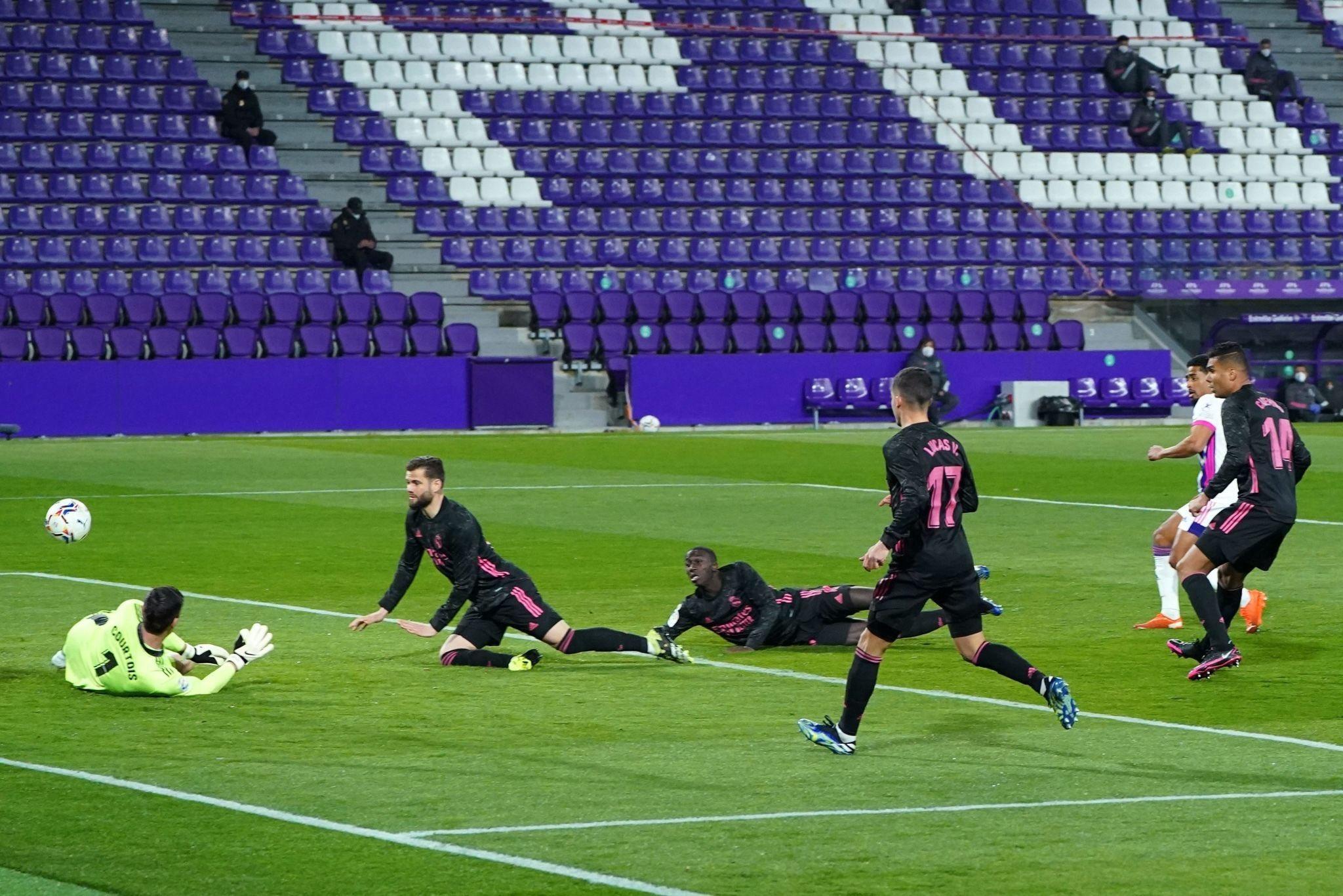 كورتوا ينقذ ريال مدريد من هدف مؤكد