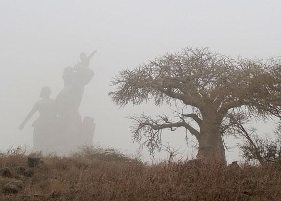 سحابة ترابية كبيرة تخنق عاصمة السنغال وتعطل صيد الأسماك (2)