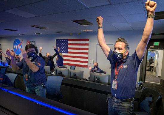 فرحة فريق ناسا بهبوط المركبة