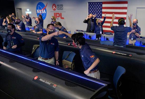 فرحة فريق ناسا