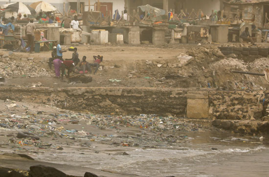 سحابة ترابية كبيرة تخنق عاصمة السنغال وتعطل صيد الأسماك (4)