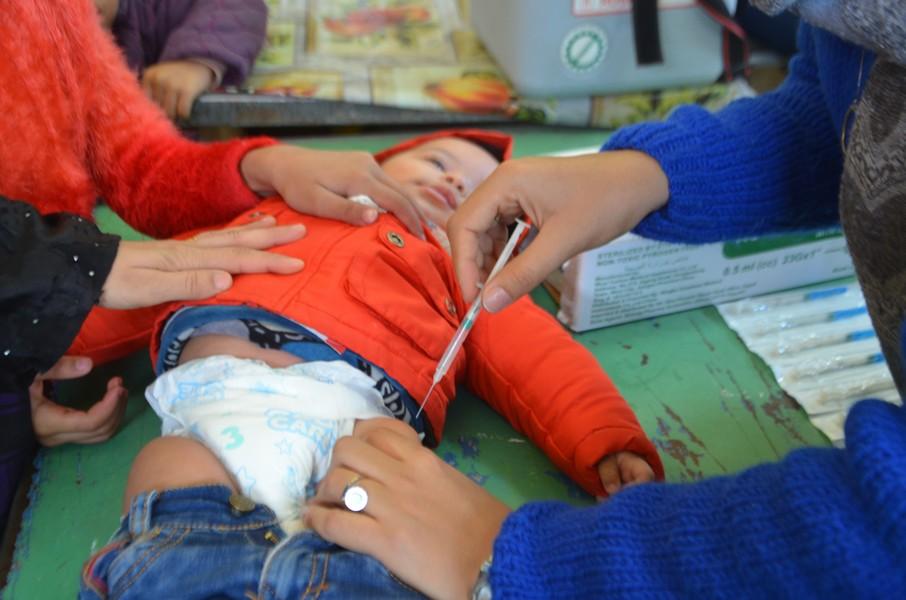 جانب من الحقن للأطفال خلال الحملة