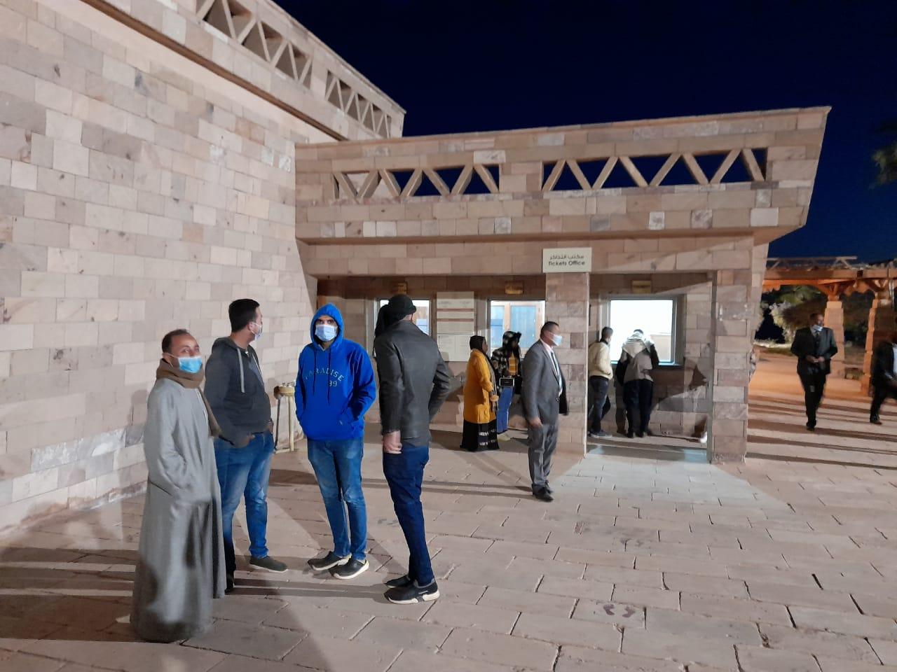 توافد الزوار على معبد أبوسمبل لحضور تعامد الشمس (1)