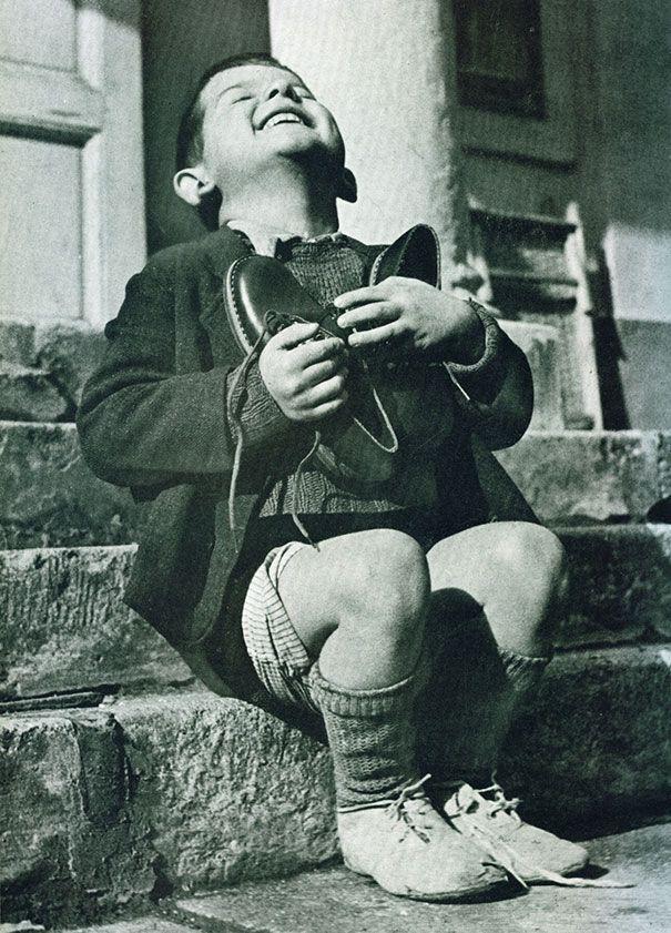 الطفل والحذاء