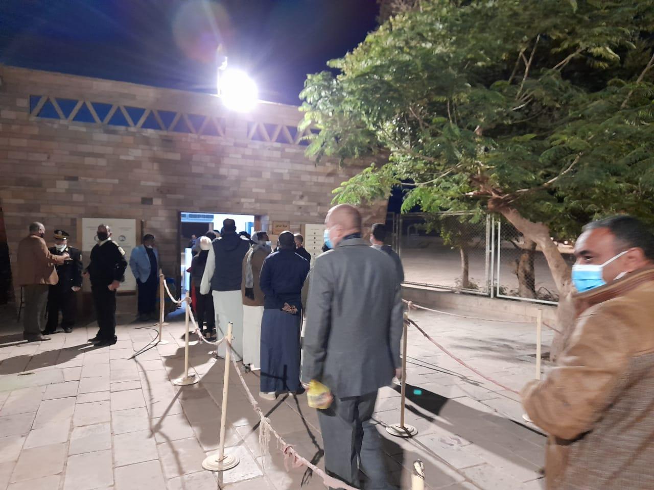 توافد الزوار على معبد أبوسمبل لحضور تعامد الشمس (2)