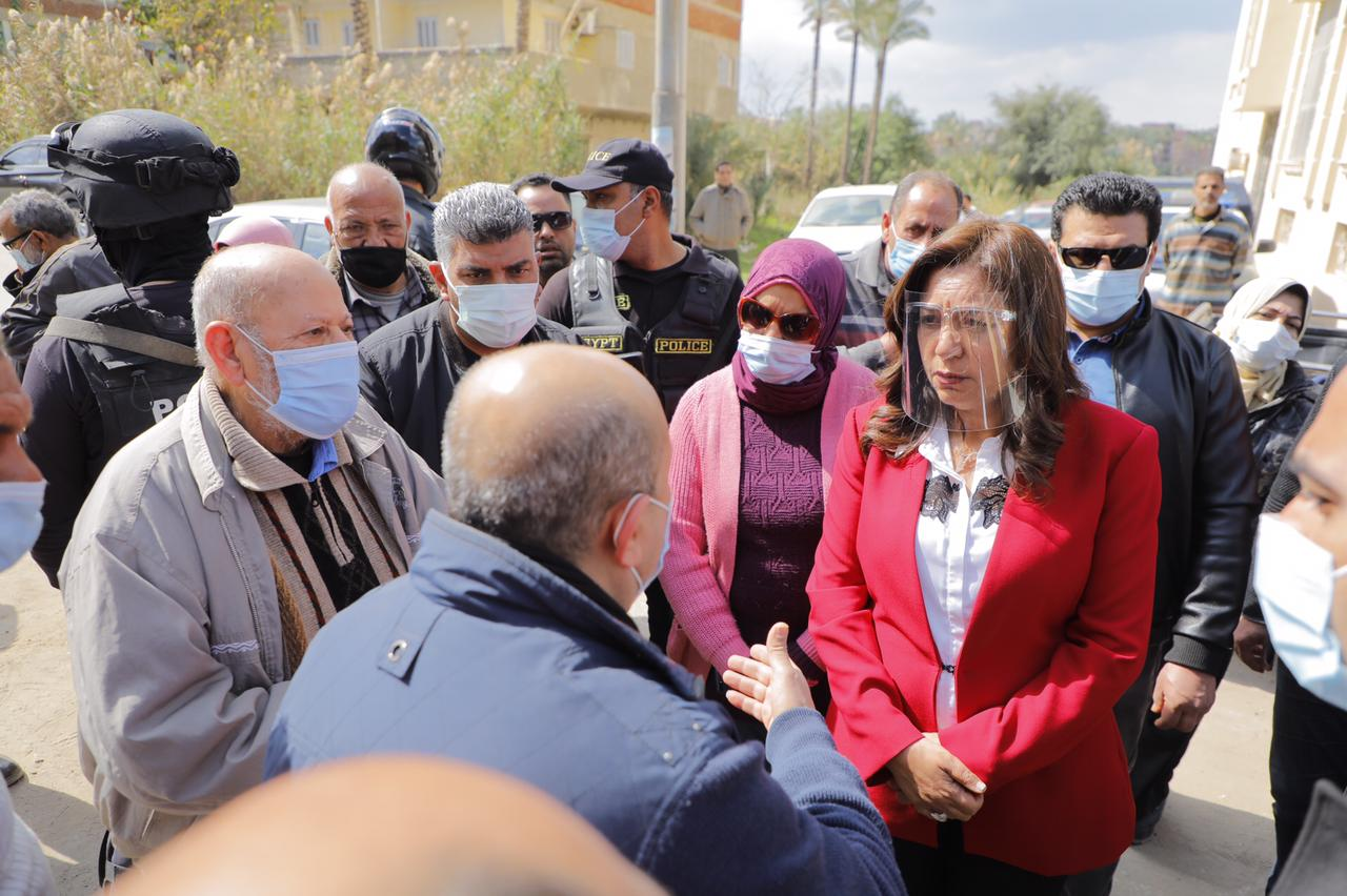 جولة محافظ دمياط بقرية الخياطة